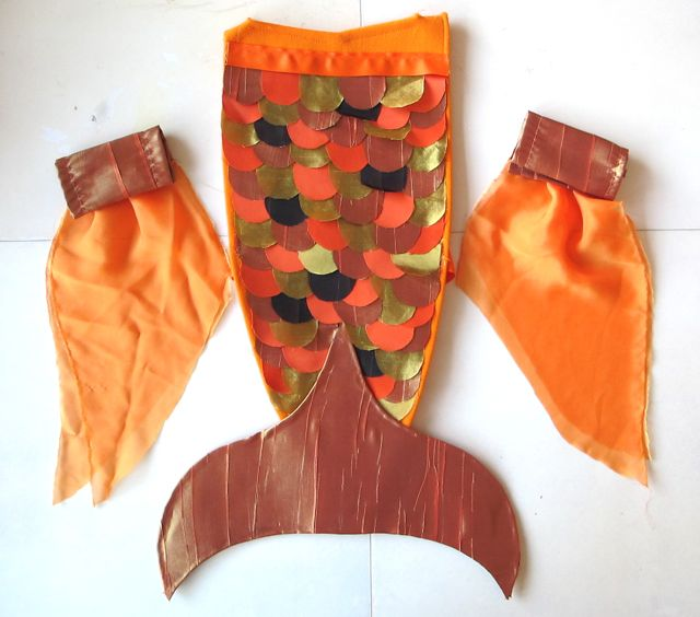 Easy Fish Costume Pattern http://www.domesticdaddy.net/2010/10/29/julias-goldfish-halloween-costume/